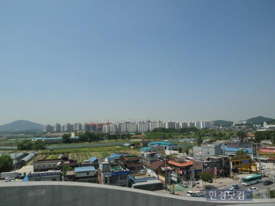 '김포풍무 푸르지오 센트레빌'의 모델하우스 5층 전망대에서 내려다본 아파트가 들어설 현장.