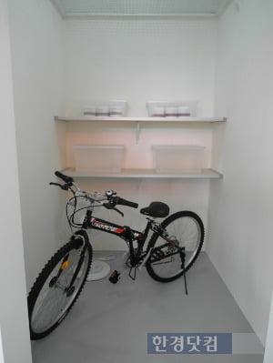 부산 정관신도시 EG더원이 가구마다 제공하는 지하창고. 크기는 3㎡로 다양한 수납이 가능하다.