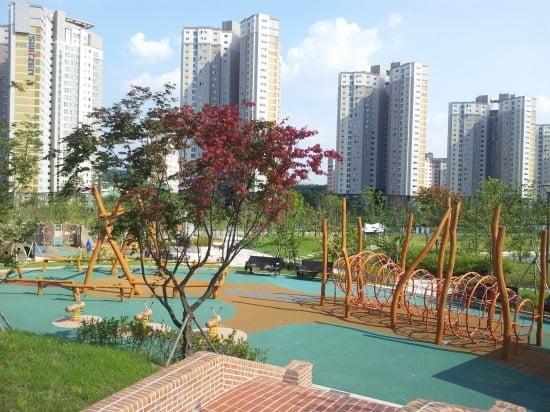 단독주택용지내 어린이 공원 모습
