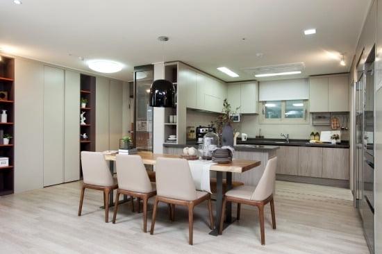 전용 84㎡ 주방과 알파룸의 모습.