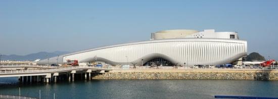 현대건설이 시공한 비정형 건축물로 꼽히는 여수엑스포 주제관 전경.