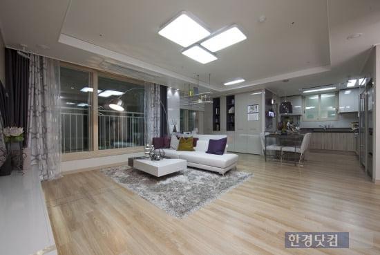 '동탄2신도시 반도유보라 아이비파크3.0' 전용면적 74㎡B의 거실 및 주방모습
