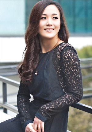 뮤지컬 '위키드'에서 초록마녀 엘파바 역과 영화 '겨울왕국'의 엘사 한국어 더빙을 맡은 배우 박혜나 씨.