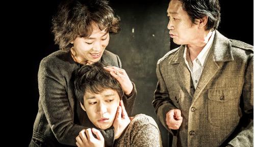내달 14일 서울 장충동 동국대 이해랑예술극장에서 개막하는 연극 '에쿠우스'.
