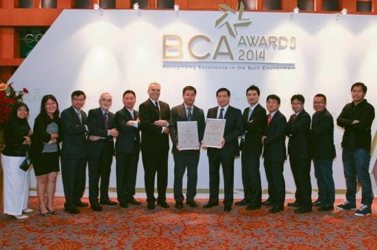 현대건설은 지난 22일 개최된 '싱가포르 BCA 건설대상 2014'에서 CPA와 QEA 부문 각각 대상, 최우수상을 차지했다.