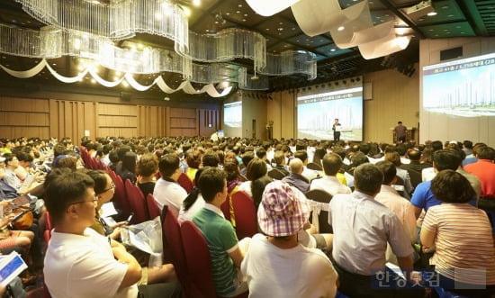 포스코건설이 지난 21일 진행한 '창원 더샵 센트럴파크'의 고객 초청 사업설명회에 조합원과 관심고객 약 3500여명이 참석했다.