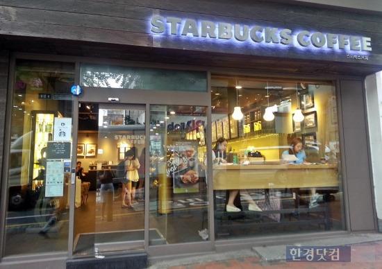 여대생 커피 트렌드의 비밀 … 수다떨 땐 프랜차이즈, 테이크아웃은 동네 카페 | 사회 | 한경닷컴