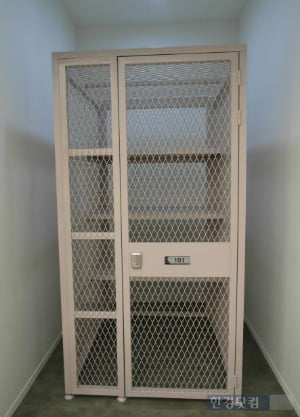 래미안 프리미어팰리스 모델하우스에 설치된 세대별 창고 샘플.