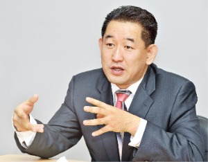 """""""AIIB 효과…건설주 관심 커져…단기 급등 중소 화장품株, 추종 매매땐 손실 볼 수도"""""""