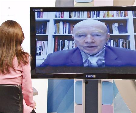 마크 모비우스 템플턴자산운용 이머징마켓 회장이 16일 한국경제TV와 단독 화상 인터뷰를 하고 있다. 한국경제TV 제공