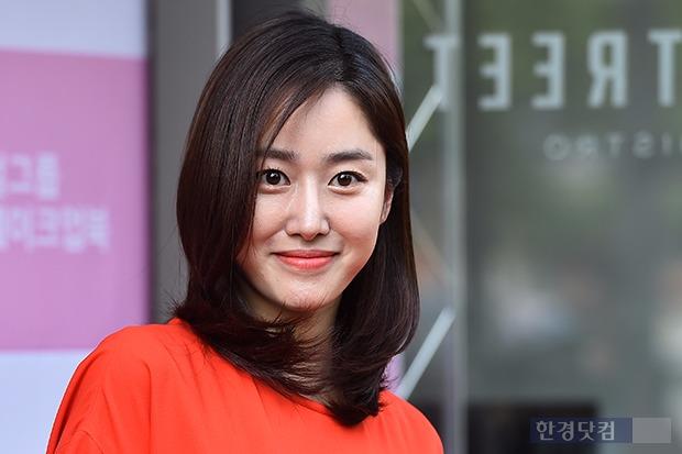 지난 2일 여배우 메이크업북 출판기념회에서 전혜빈의 모습. 사진=진연수 기자