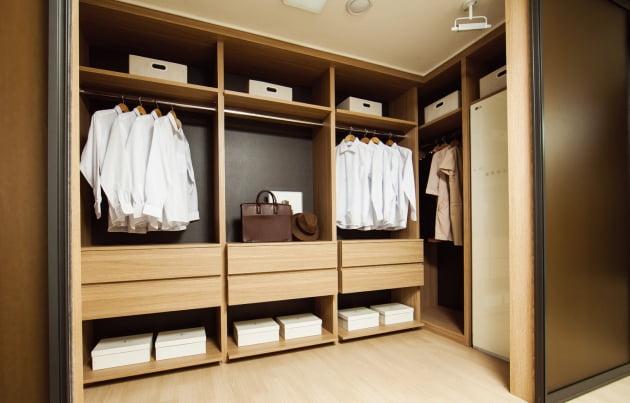 전용 99㎡A형 안방 드레스룸.