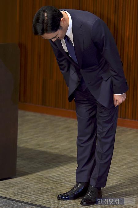 이재용 삼성전자 부회장이 기자회견에 대국민 사과를 하는 모습. 사진=변성현 기자