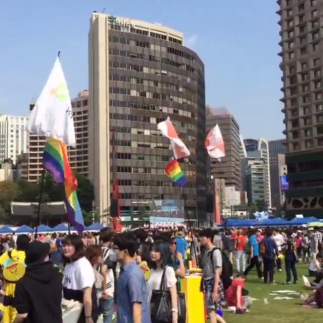 홍석천, 퀴어문화축제 참가 인증샷…