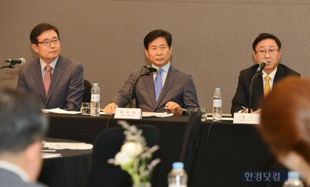 왼쪽부터 김봉영 사장, 윤주화 사장, 김신 사장