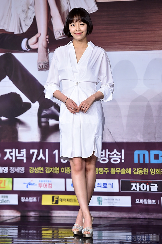 ↑강성연, '청순미 넘치는 화이트 원피스'