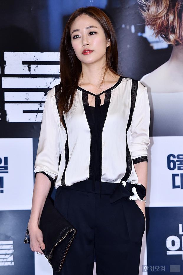 ↑김효진, 30대 여배우 피부미인'