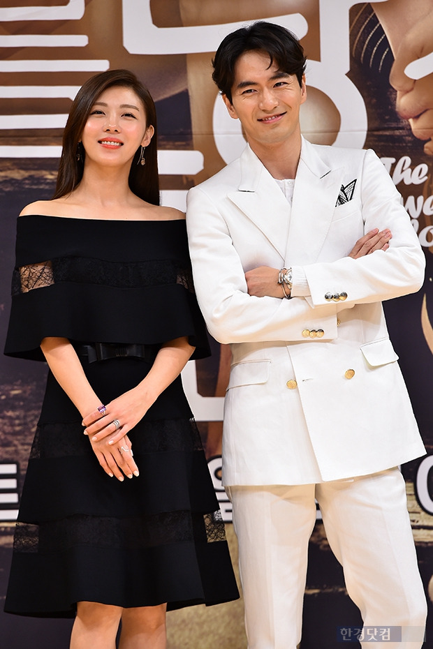 ↑하지원-이진욱, '볼수록 닮은 두 사람'