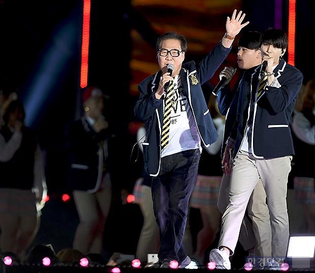 조영남. 지난 5월 드림콘서트에서의 모습. 사진=변성현 기자
