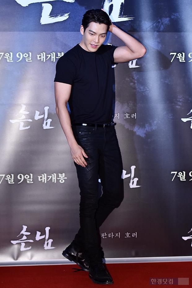 ↑김우빈, '상남자 포스 뽐내며'