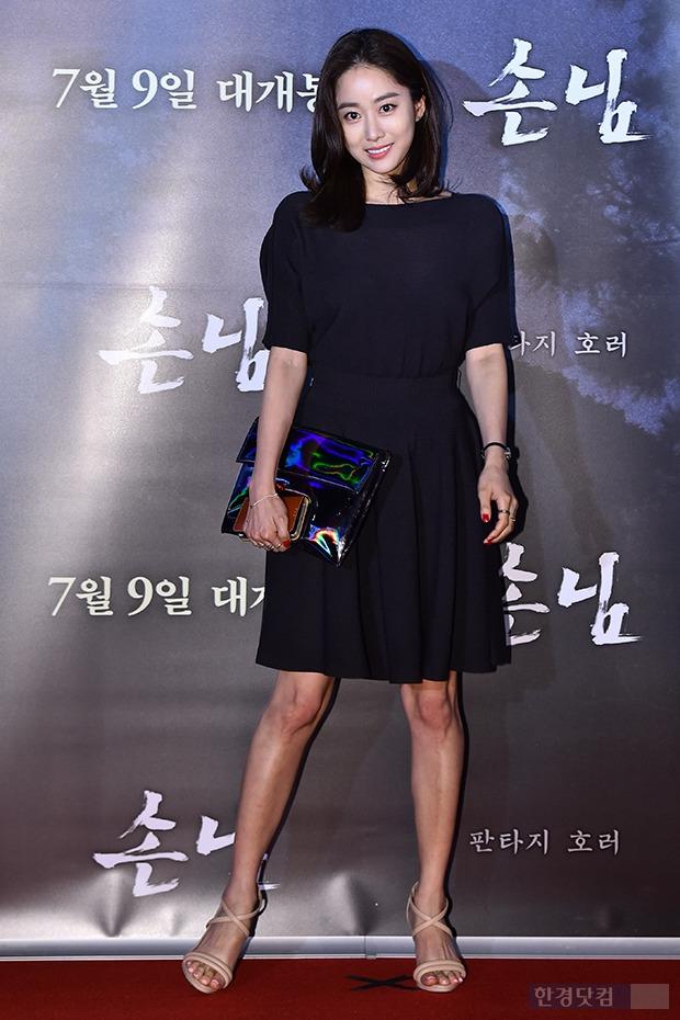 ↑전혜빈, '우아한 올블랙 패션'