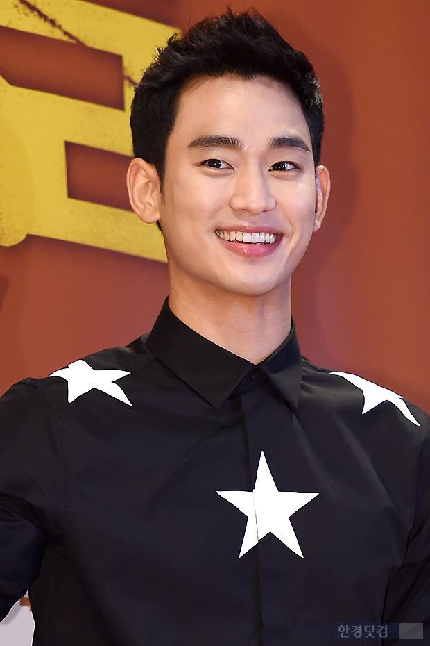 ▶ 김수현, '귀여운 미소에 눈길~'