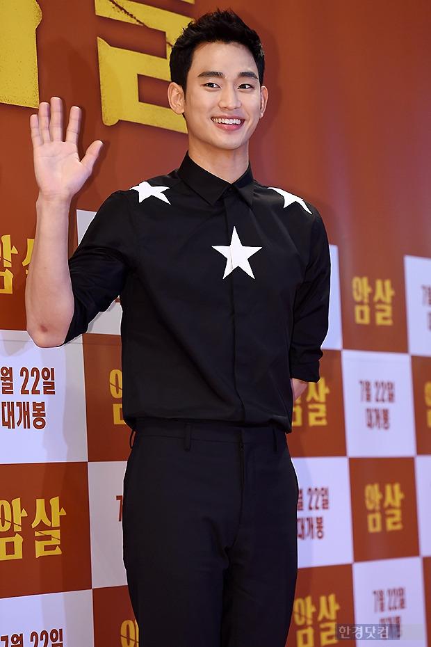 ▶ 김수현, '여자들 마음 흔들어 놓는 미소~'