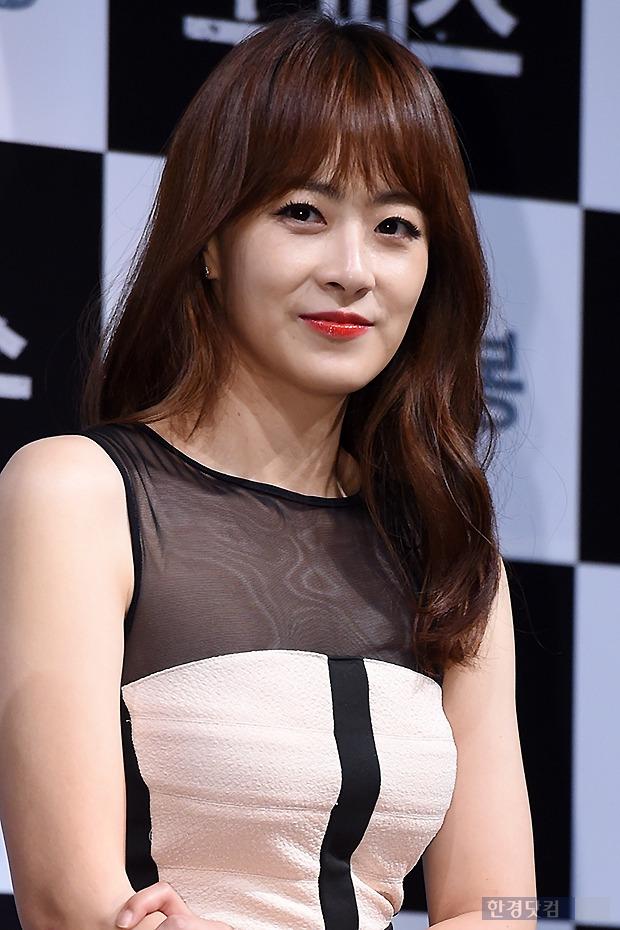▶ 류현경, '새빨간 입술로 남심 유혹~'