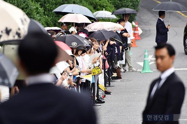배용준 박수진 결혼 배용준 박수진 결혼 배용준 박수진 결혼식을 축하하기 위해 모인 일본팬