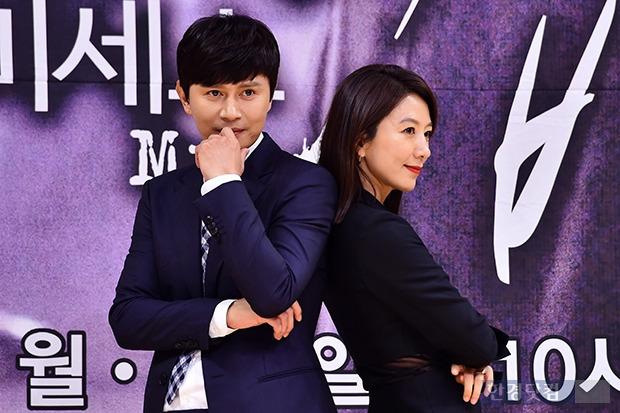 김민종-김희애, '꽃중년과 꽃누나의 만남'