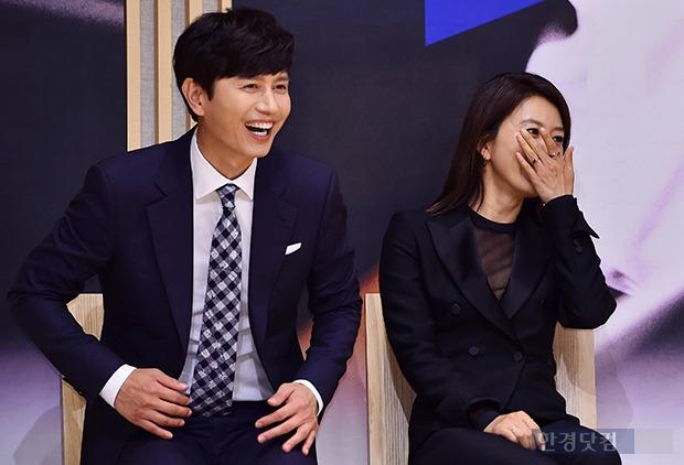 김민종-김희애, '웃음이 끊이질 않네'