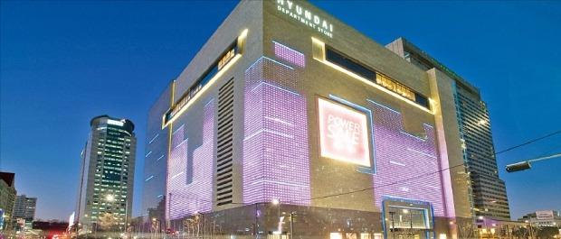 강남이 명동에 이어 외국인 관광객이 선호하는 지역으로 꼽혔다. 사진은 서울 삼성동 코엑스 인근의 현대백화점 무역센터점. 한경DB