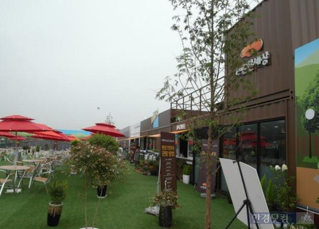 'e편한세상 용인 한숲시티' 현장에 재현해 놓은 스트리트몰 (사진=김하나 기자)