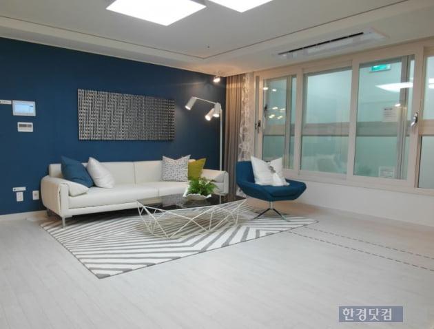 기흥역 파크 푸르지오의 아파트 전용 84㎡B 내부. 사진= 김하나 기자