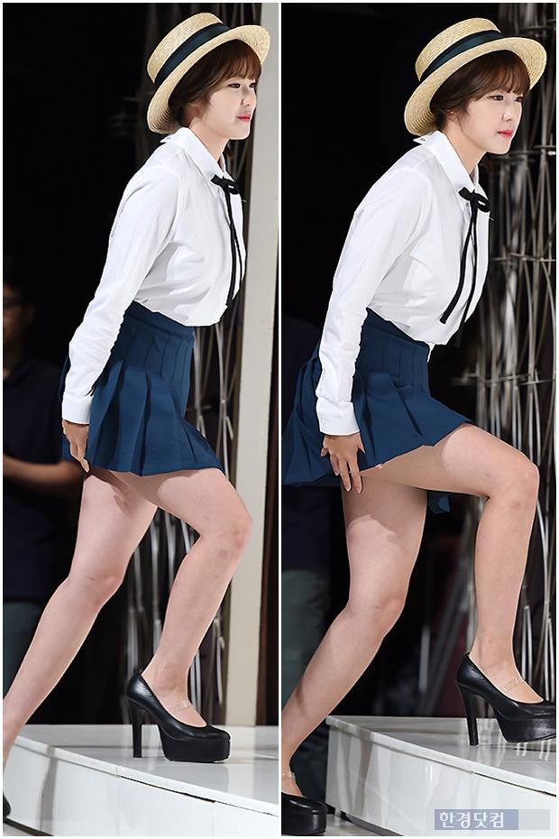 ▶ 전효성, '초미니에 계단이 부담스러워~'