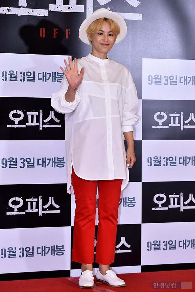강혜정, 빨간바지로 완성한 톰보이룩