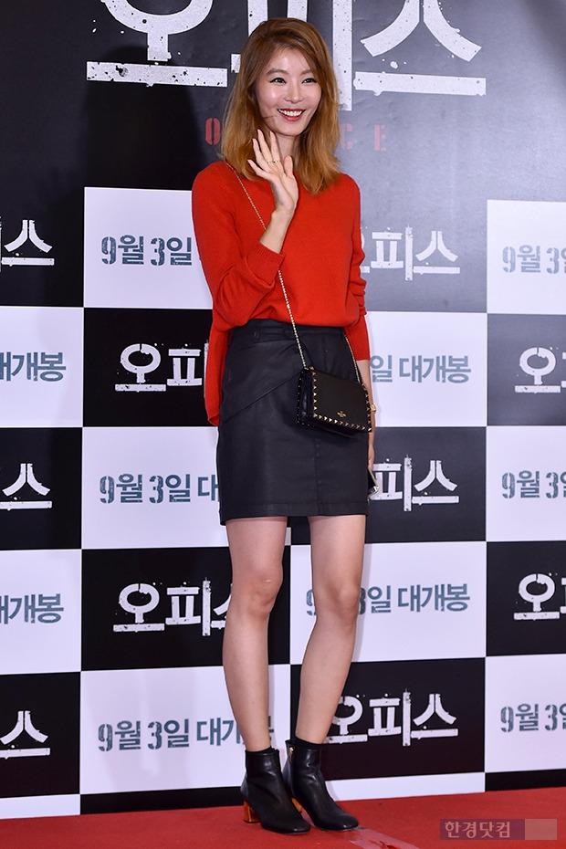 윤소이, 레드&블랙의 완벽한 컬러매치