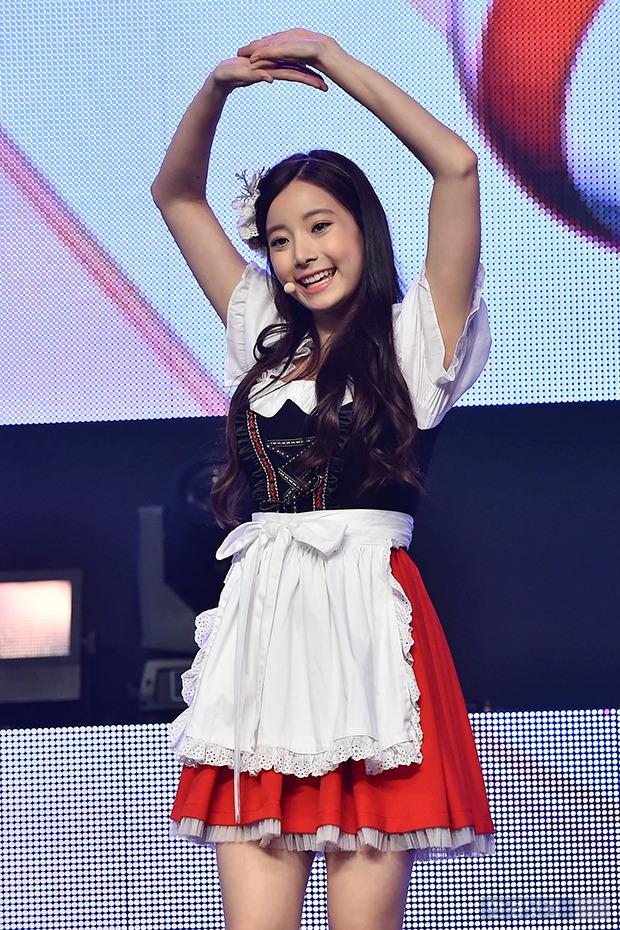 에이프릴 현주, '카라 허영지와 묘하게 닮은 미소'