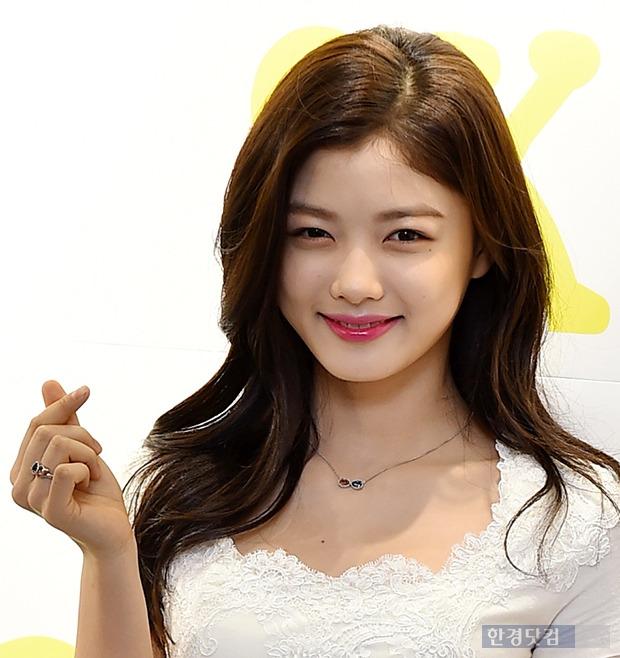 김유정, 미모만큼 풋풋한 손하트