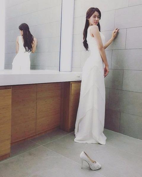 설현 드레스 / 사진=설현 인스타그램