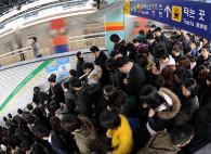 지하철 범죄 1위 사당역 /한경DB