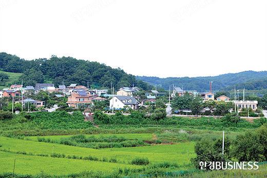 언덕 위에서 내려다본 해마루촌 마을 전경.