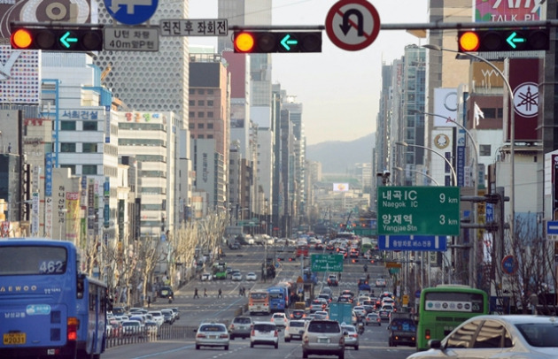 취업 관련 학원이 몰려있는 서울 강남역 일대.