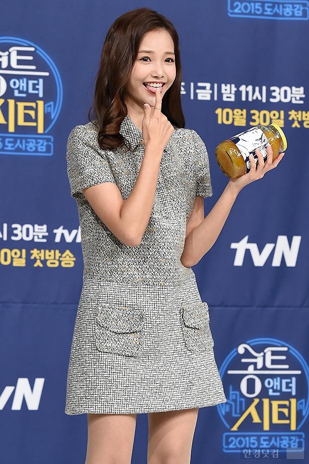 ▶ 하연수, '꿀 먹고 싶은 깜찍한 표정'
