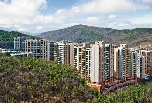 래미안 이스트팰리스는 광교산 손곡천 등 천혜의 자연환경에 둘러싸인 친환경 녹색 아파트다