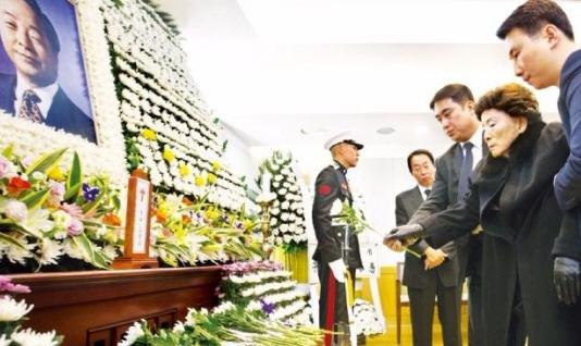 전두환 전 대통령, 故 김영삼 전 대통령 빈소 조문 /사진공동취재단