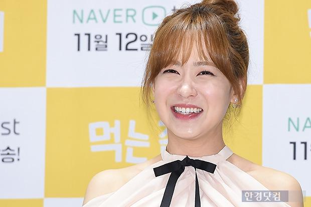 ▶ 유소영, '보는 사람도 즐거워지는 미소'