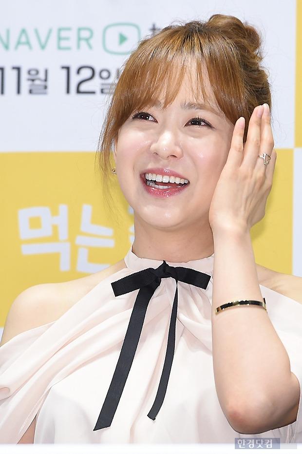 ▶ 유소영, '눈 뗄 수 없는 깜찍한 모습'