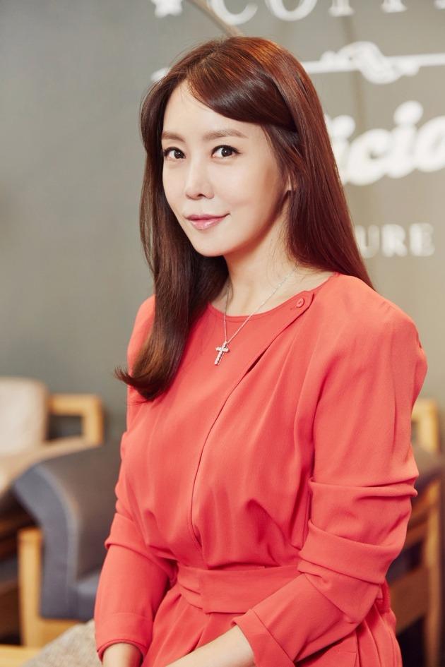 ?배우 김정은 내년 3월 결혼 / 사진 = 와이트리컴퍼니 제공