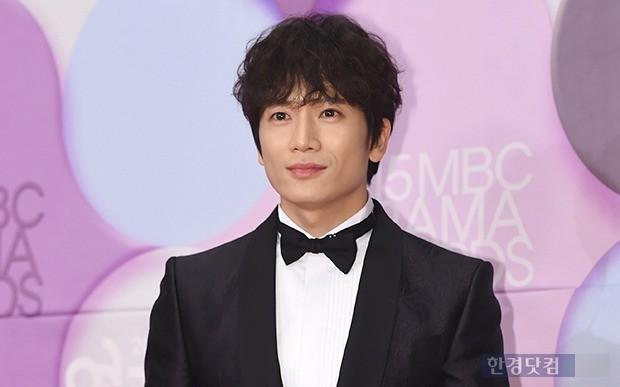 지성. MBC 연기대상 시상식에 참석한 모습. 사진 변성현 기자